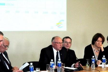 Diskusijos apie euro įvedimą ir ES struktūrinius fondus