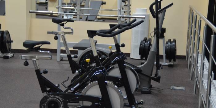 treniruoklių salėje treniruojama hipertenzija