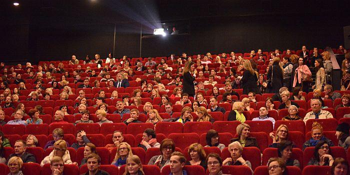 -i-rov- kino teatre -iemet padvigub-jo