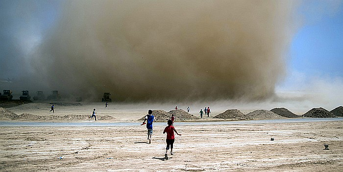 On 28 June, children run toward a passing sandstorm in a field being prepared for an extension of Debaga displacement camp known as Debaga Two. As of mid-October 2016, there are approximately 33,000 displaced Iraqis in Debaga Camp. Most have recently fled conflict in Mosul, Hawiga, Shirqat, and Al Qayyarah.  Authorities and humanitarian agencies are struggling to find space and resources to provide for all of the new arrivals, particularly against a backdrop of a major humanitarian funding gap in Iraq.  UNICEF is building schools, providing water and sanitation, child protection support, health and nutrition services, and distributing emergency response kits to vulnerable families in the camp.