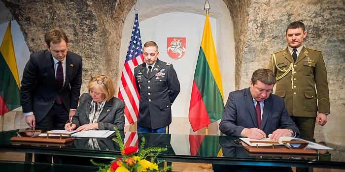 Strateginės partnerės Lietuva ir JAV pasirašė susitarimą dėl JAV ginkluotųjų pajėgų statuso Lietuvos teritorijoje
