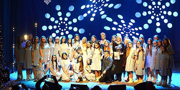 Prienų meno mokyklos choras – scenos grandų glėbyje (GALERIJA)
