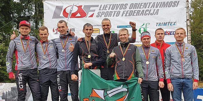 """Prienų """"Šilo"""" vyrų komanda tapo Lietuvos čempionais estafečių trasoje stipriausioje Elito grupėje."""