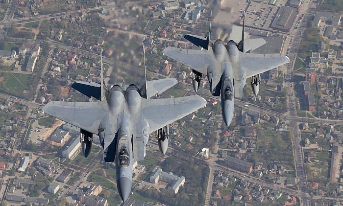 NATO misijos Baltijos šalyse pilotų artimiesiems telefonu grasino nežinomi asmenys