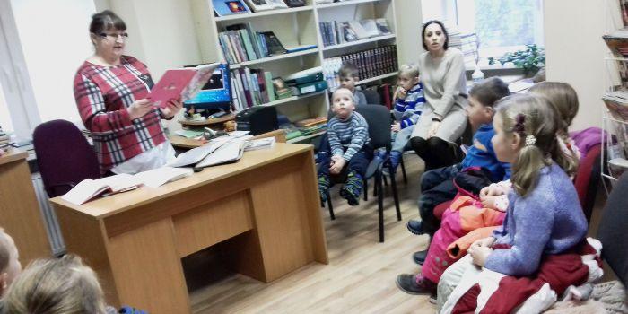 """Literatūrinė popietė ,,Su volungėlių čiulbesiu vaikams"""" Birštono vienkiemio bibliotekoje"""