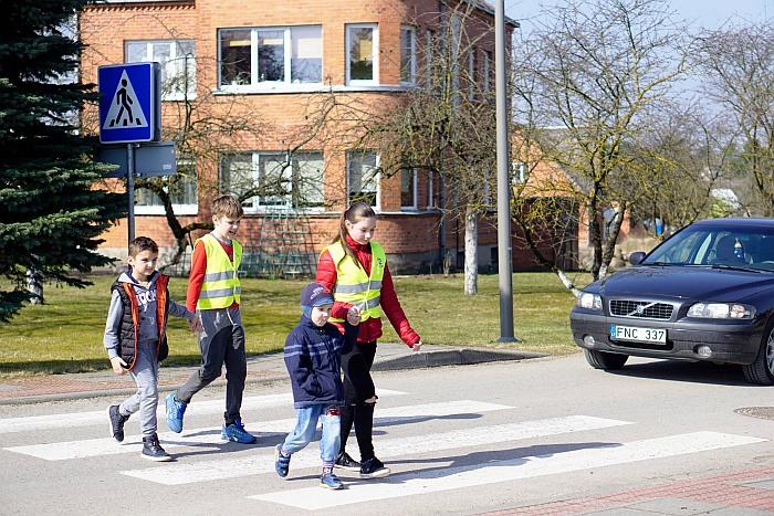 Pirmasis šviesoforo etapas – saugaus eismo pamoka mažiesiems