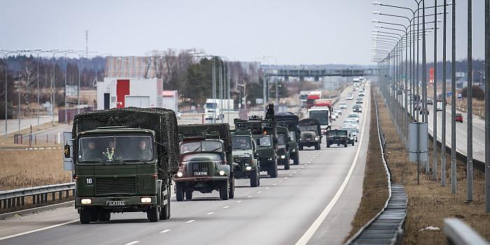 Gyventojų dėmesiui: pasirengimo ir tarptautinių karinių pratybų metu vyks didesnis technikos kolonų judėjimas