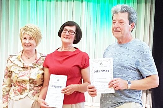 Trečiojo amžiaus universiteto lankytojai atsiėmė diplomus