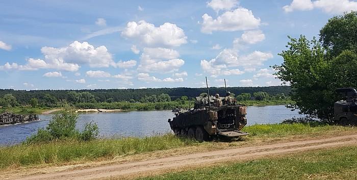 """Pratybos """"Kardo kirtis 2018"""" tęsiasi – NATO pajėgos įveikė Nemuną prie Zapyškio"""