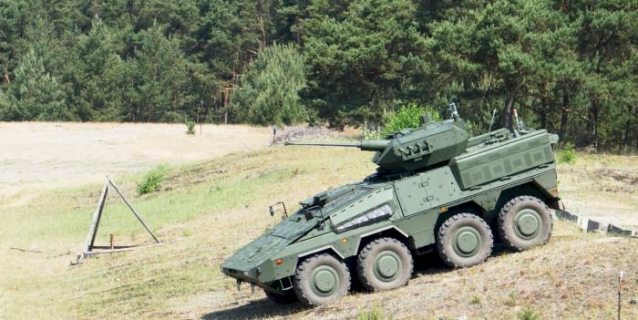 """Vokietijos poligonuose testuojamos Lietuvos kariuomenės pėstininkų kovos mašinos """"Vilkas"""""""