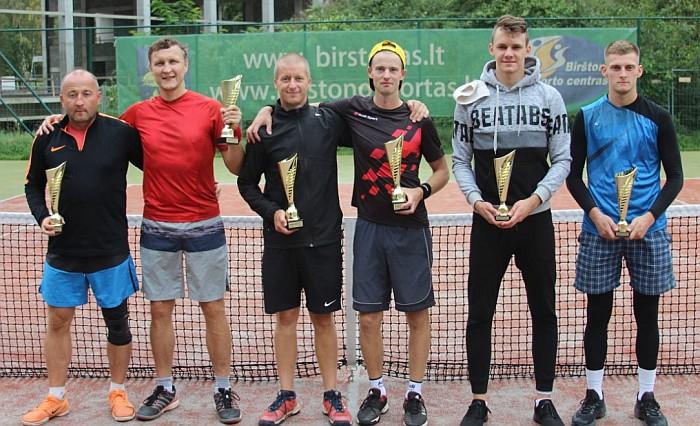 Dvejetų turnyre nugalėjo Martynas ir Tomas