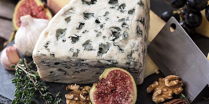 Pelėsinių sūrių gidas: su kuo derinti lėkštėje?