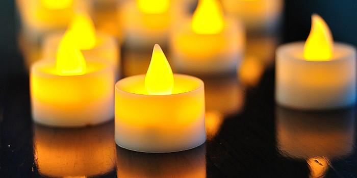 Vėlinėms: ką būtina žinoti apie elektronines žvakes