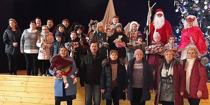 Šimtmečio Kalėdinė eglutė Kašonių bendruomenės namuose