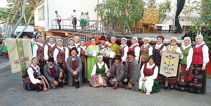 Prieniškių šokiai ir dainos džiugino slovakų širdis