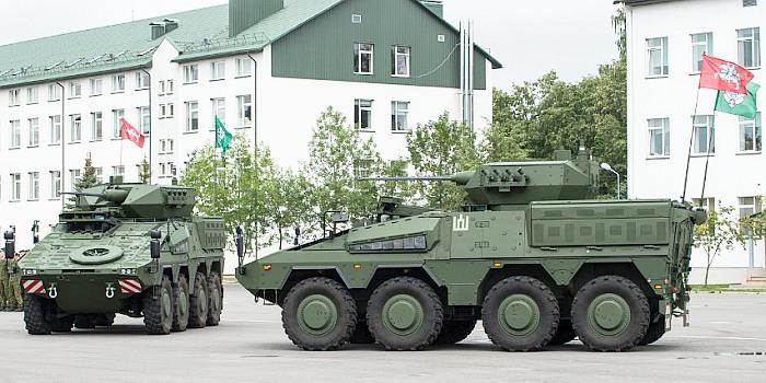 """Lietuvai oficialiai  perduotos pirmosios pėstininkų kovos mašinos """"Vilkas"""""""