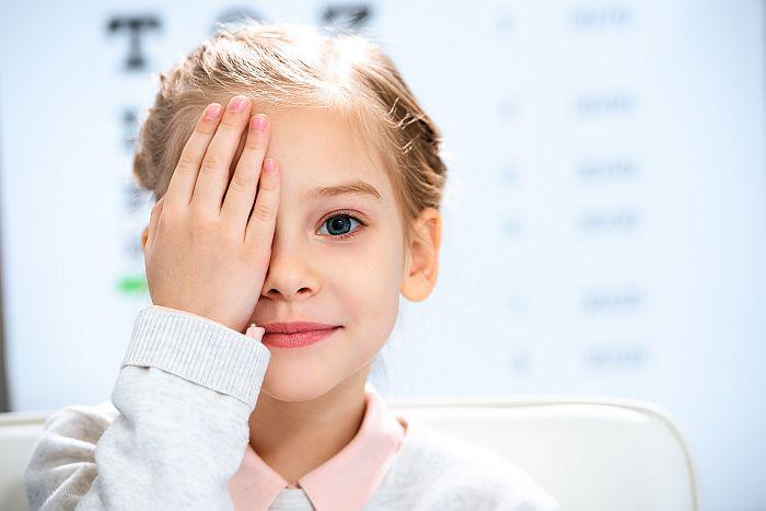 Populiarėja kontaktiniai lęšiai vaikams: ką apie juos žinoti ir kokius mitus pamiršti?