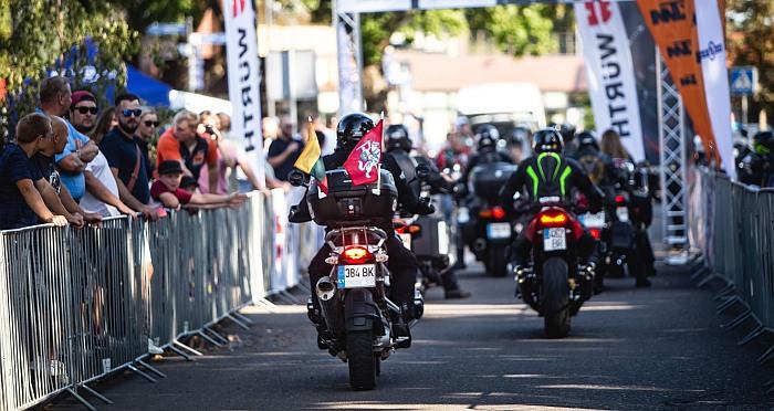 """""""Ryterna Modul Mototourism Rally"""" – daugiau nei 1000 motociklininkų leidosi į intelektualią Baltijos kelio-30 mečiui skirtą kelionę"""