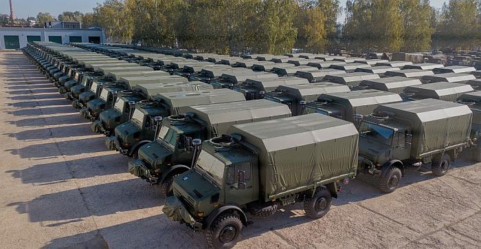 """Lietuvos kariuomenei perduota 110 naujų sunkvežimių """"Unimog"""""""