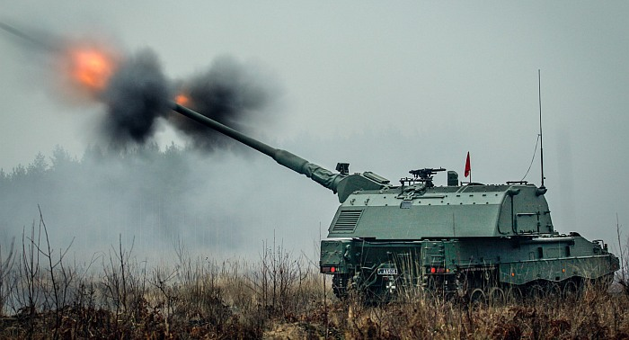 Iš Vokietijos įsigytomis savaeigėmis haubicomis ginkluojamame batalione – pirmoji pilnai parengta 155 mm ugnies baterija