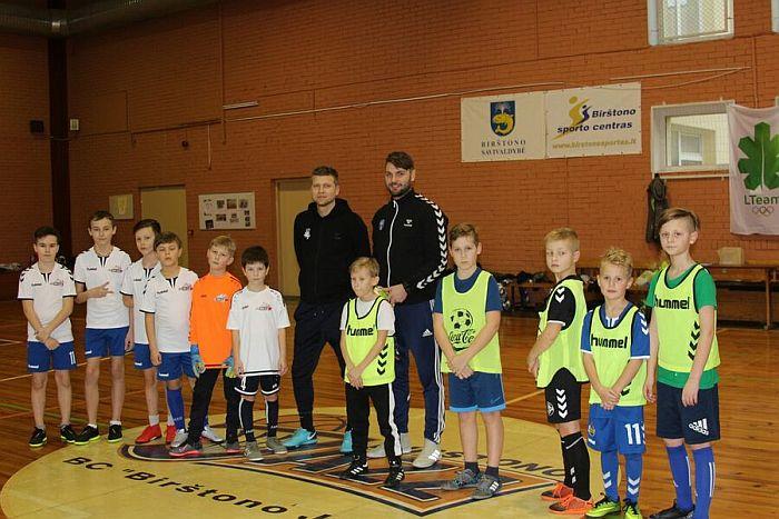 Birštone lankėsi Neringos vaikų futbolo komanda