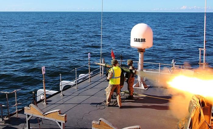 """""""Gintarinė strėlė 2020/1"""": taiklūs koviniai šūviai į taikinius Baltijos jūroje"""