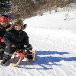 Žiemos žaidimuose vaikų tykančių pavojų padės išvengti keletas patarimų